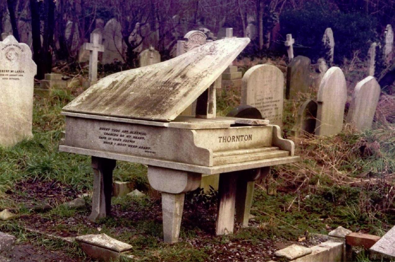 Cementerio de highgate la exuberancia de hades for Cementerio jardin del mar