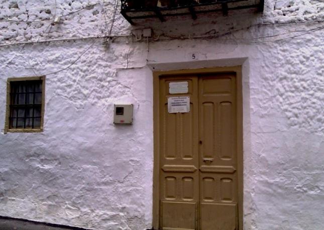 Entrada a Casa Caras de Bélmez