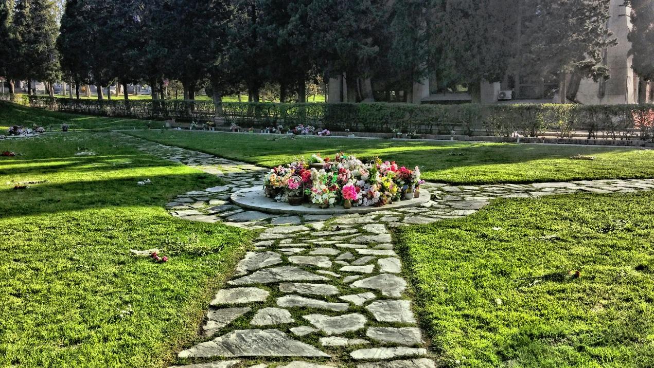 17 junio 2014 la exuberancia de hades for Cementerio parque jardin la puerta