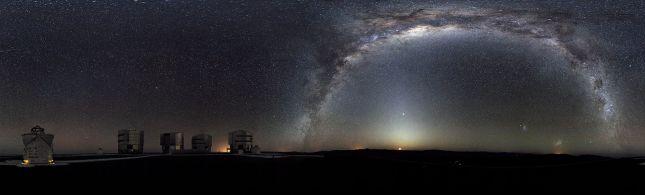 Panorámica de la Vía Láctea (Plataforma de Paranal - Chile)
