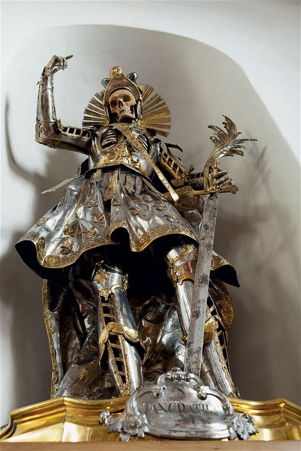 San Pancracio con armadura del Siglo XVIII