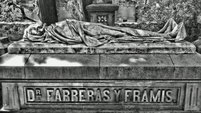 sepultura-del-doctor-farreras-y-framis