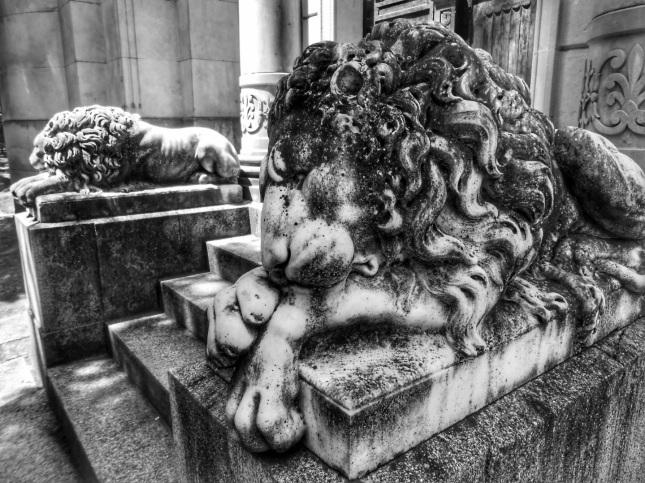 leones-guardianes